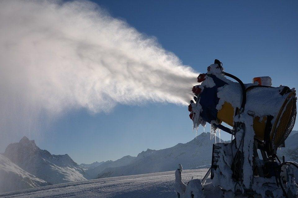 Ski Dubai: il pericoloso nonsenso della neve artificiale