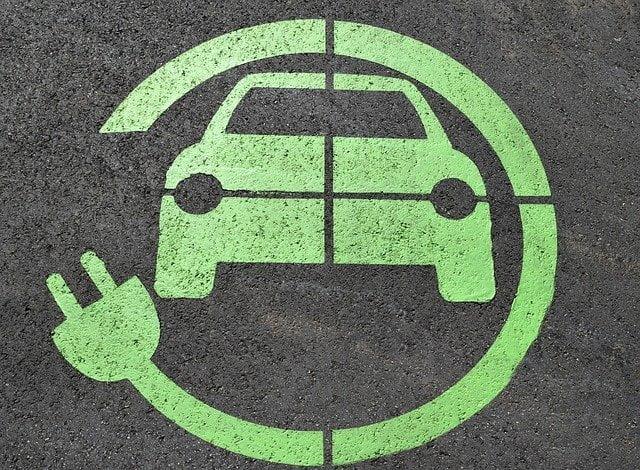 Auto elettrica: è legge l'incentivo alla trasformazione