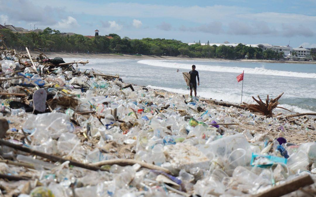 Plastic Bali, l'isola indonesiana sommersa dalla plastica